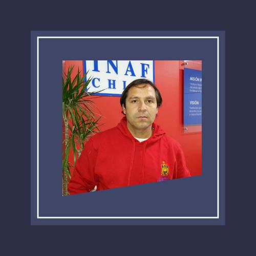 El año 2012, antes de titularse, ingresó al Club Unión Española como Entrenador de la serie Sub 13, permaneciendo en dicha categoría los años siguientes
